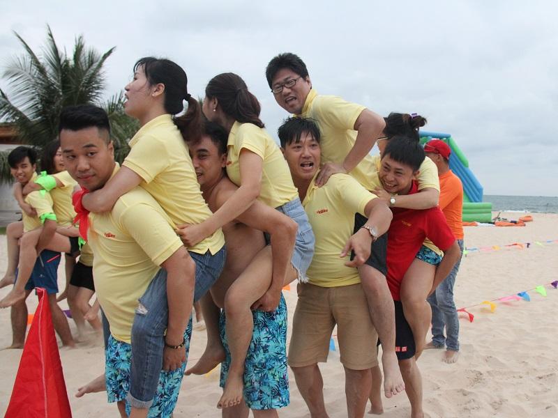 Team Building công ty AMR được tổ chức tại Biển Mũi Né.